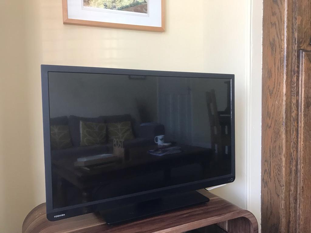 Toshiba 32 inch Tv Hd Freeview