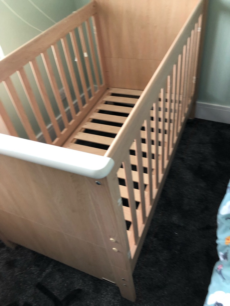 Mama and papas Murano cot bed