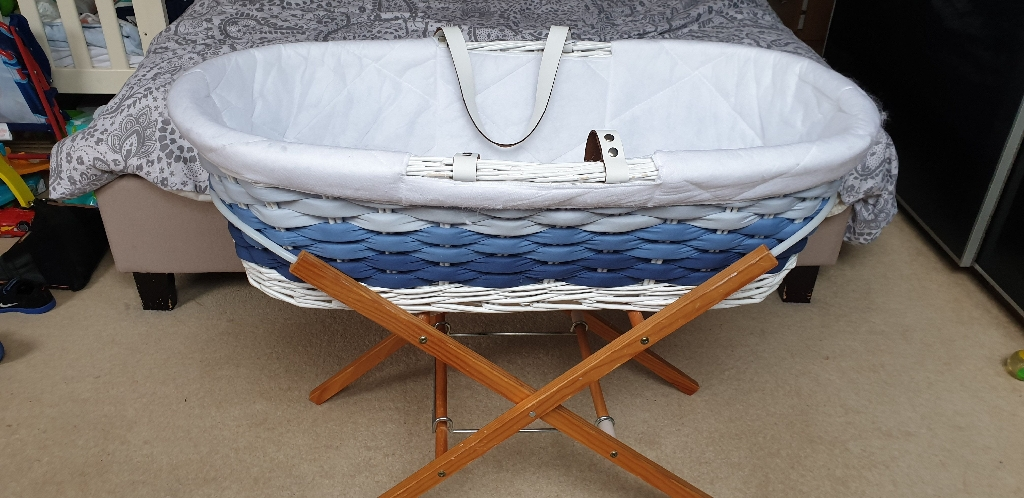 Mother moses basket and stand
