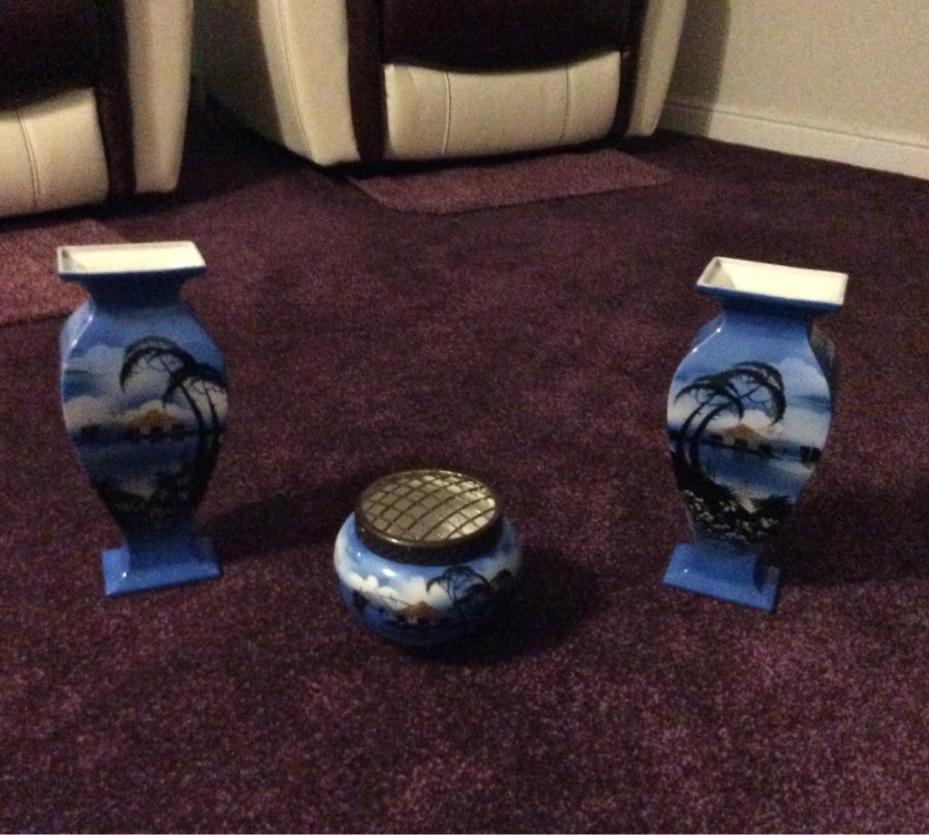 Blue Chinese looking Set of Very Attractive Looking Vases