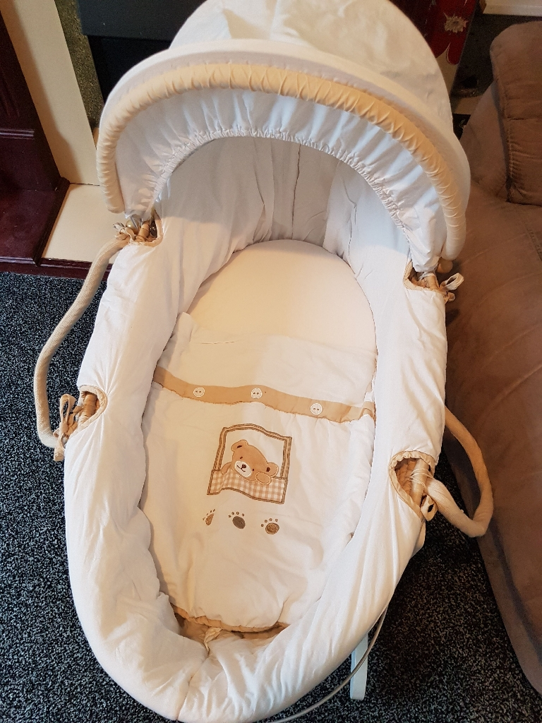 Moses basket nd stand baby bath