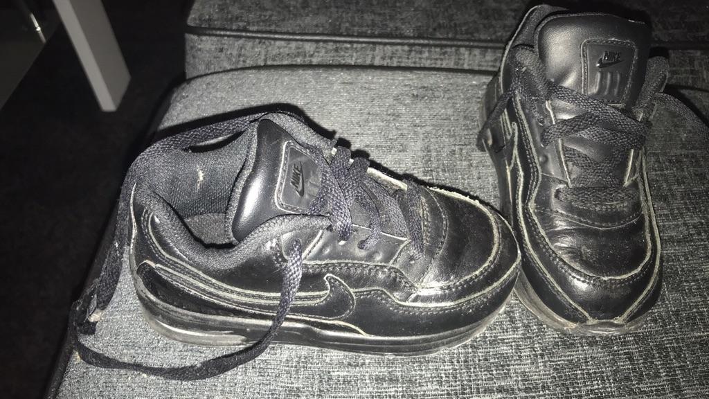 Genuine boys Nike trainers size 6.5