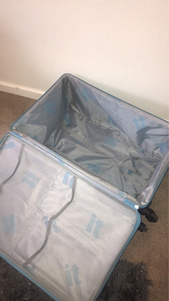 Worlds lightest IT suitcase large