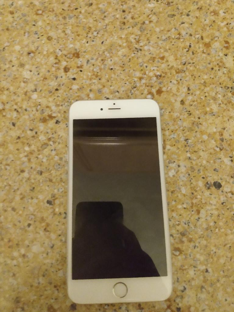 IPhone 6 plus (UNLOCKED)