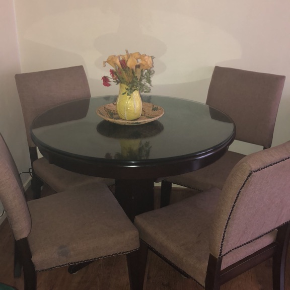 Round Dinning Room Glass Table and 4 Chairs