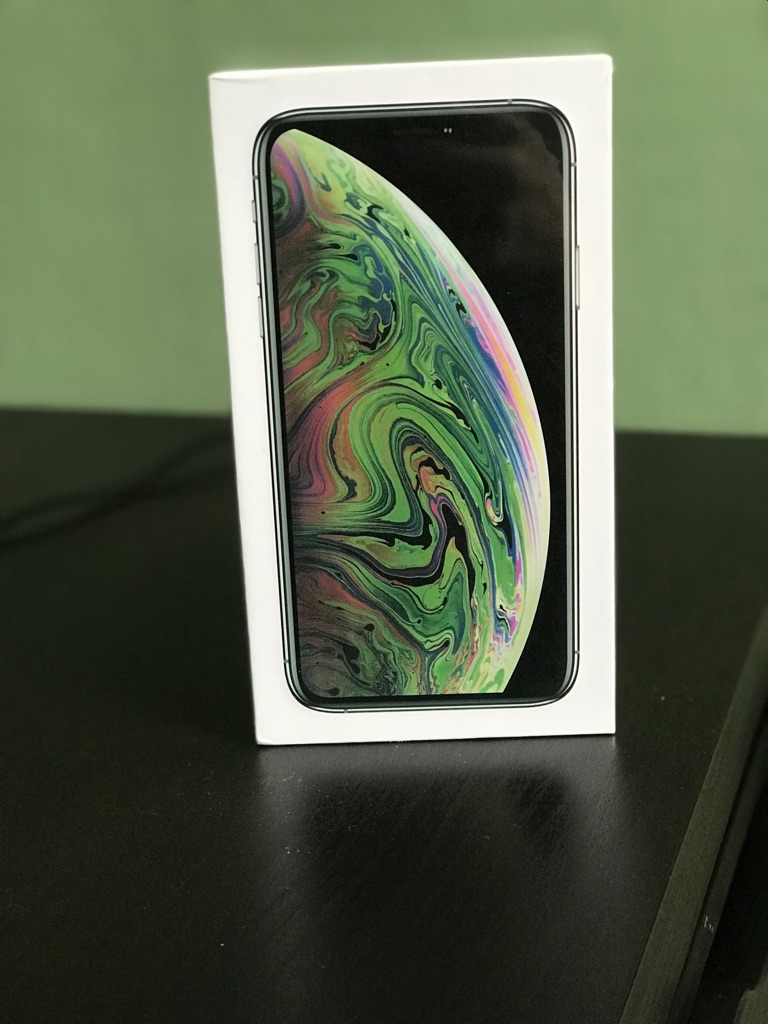 iPhone XS Max - Unlocked - 256GB