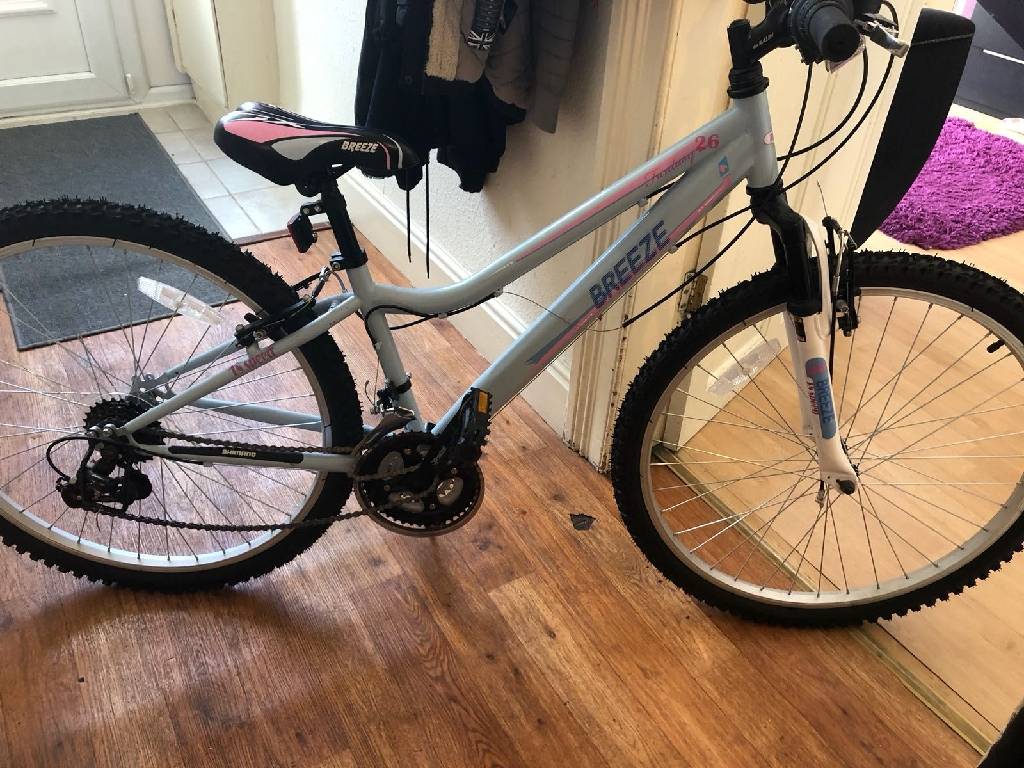 Ladies/girls breeze 26 inch blue. 18 speed