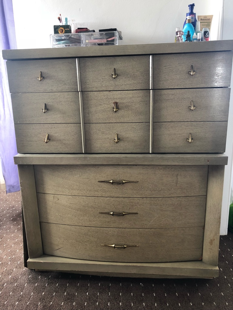 Antique Dresser! Good condition!