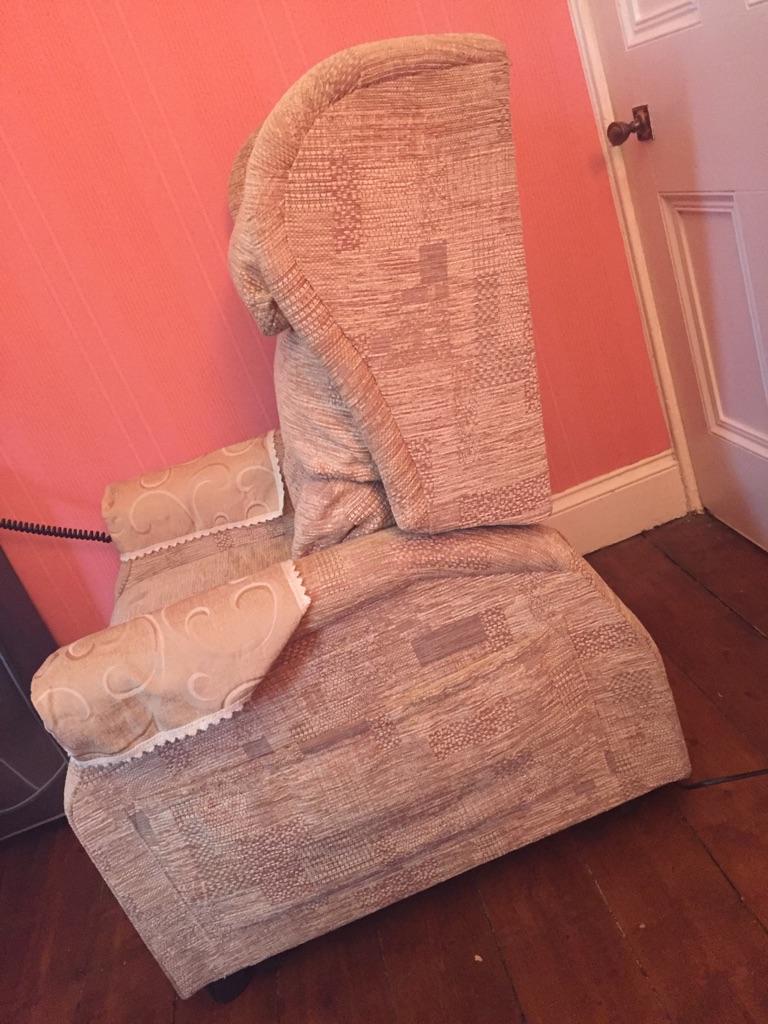 Blenheim petite riser recliner chair