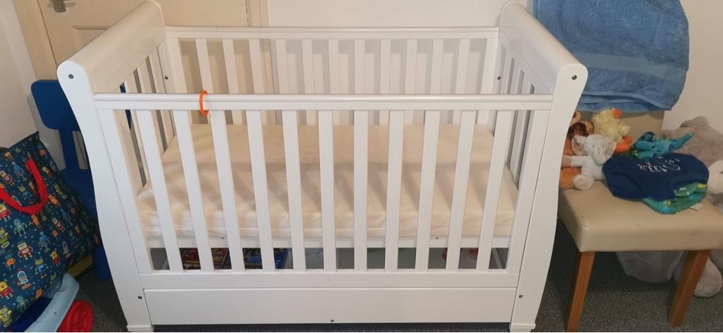 White cot (good condition, £90Ono)