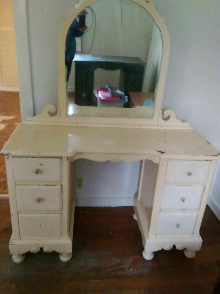 Shabby chick dresser