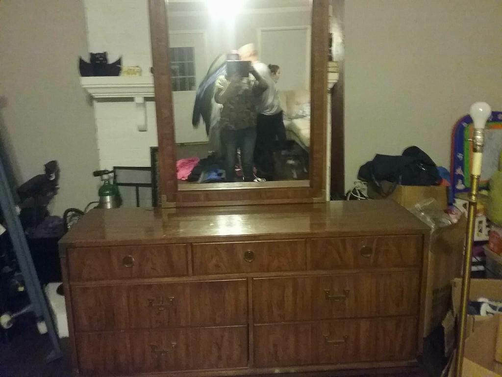 Thomasville wooden bedroom suit queen size
