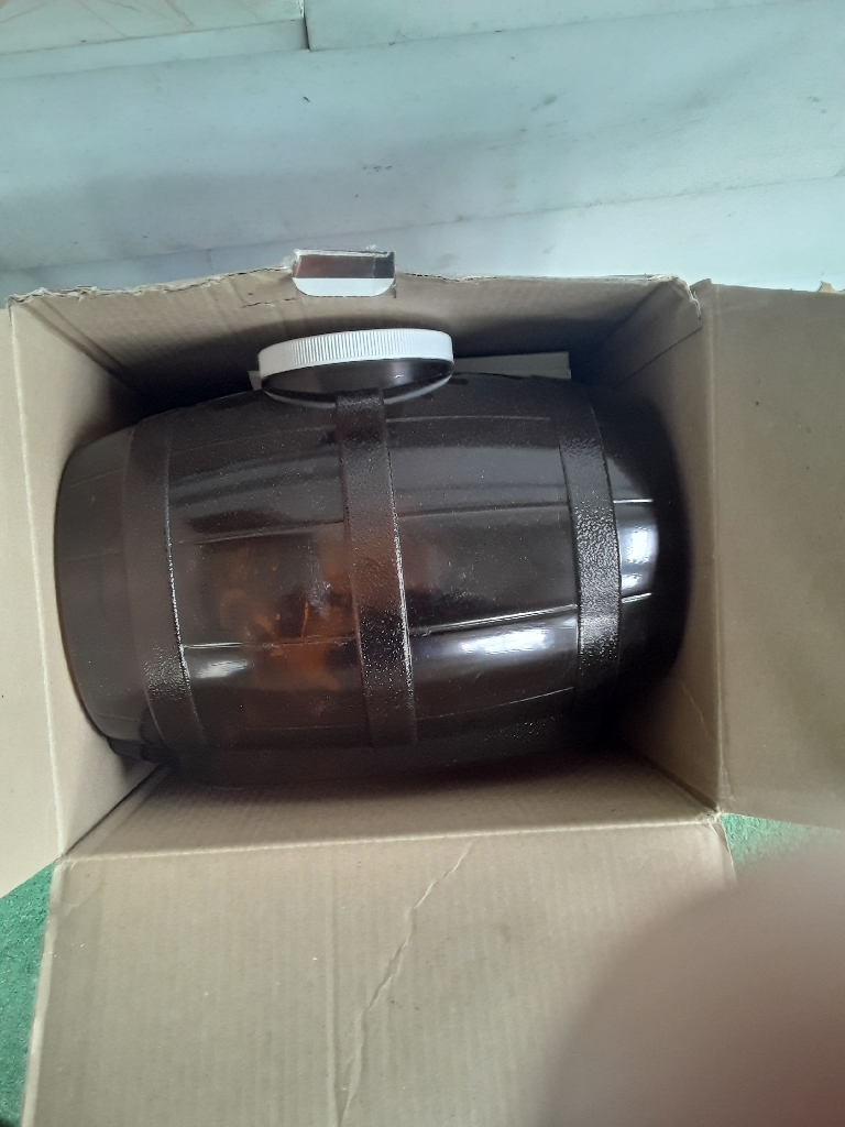 Home beer brewing kit with bottling