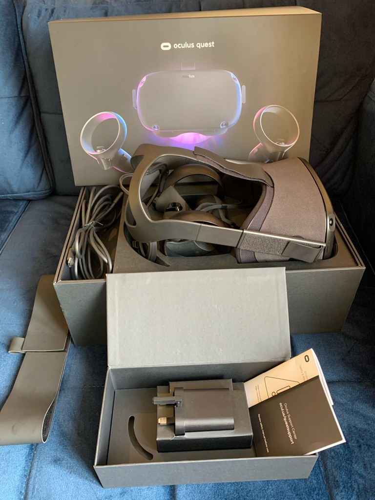 Oculus quest 64GB VR headset, boxed with extra strap.