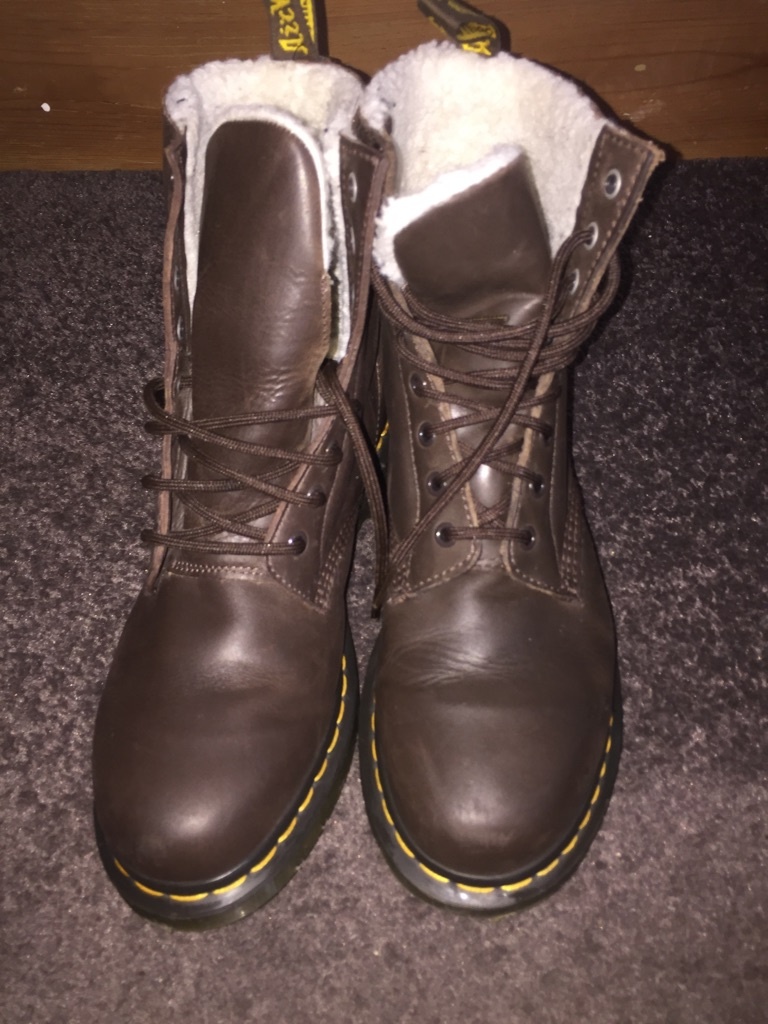 Genuine Dr Martens Dark Brown 1460 8 Eyelet Furlined Serena - UK size 8