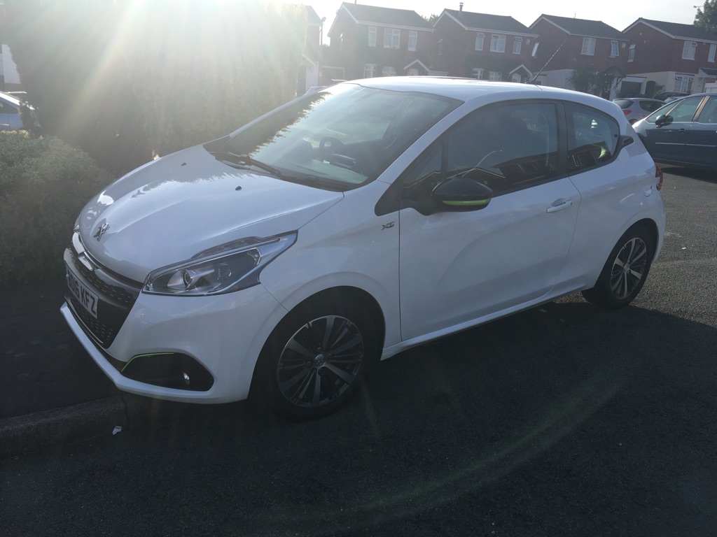 208 HATCHBACK SPECIAL EDITIONS - 1.2 PureTech XS-Lime 3dr in White