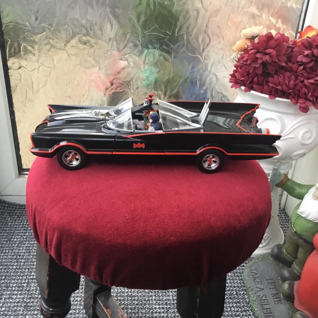 Hot wheels batmobile 1966 tv series 1 18 scale box new