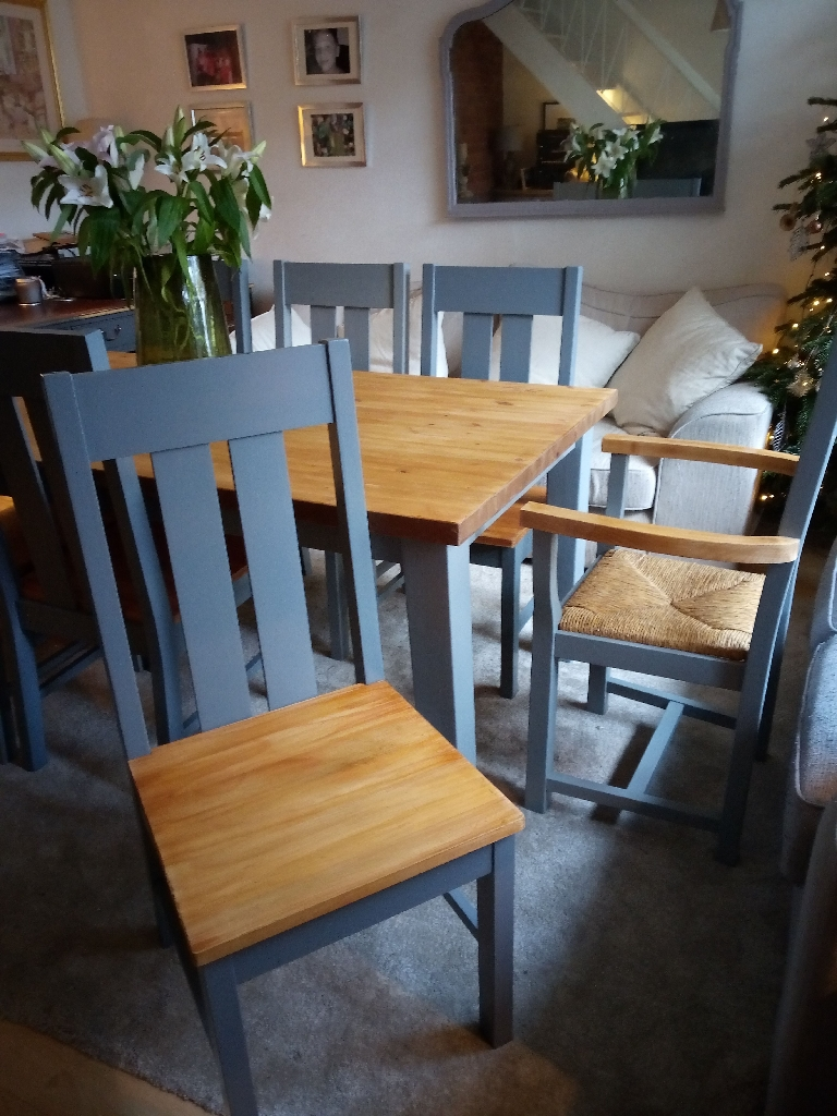 Stunning Xmas/NY Dining Table & Chairs