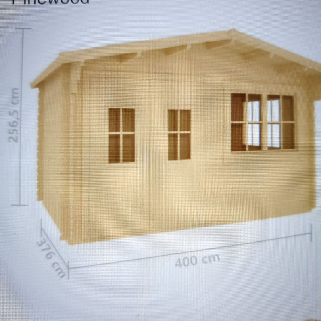 Log cabin with flooring