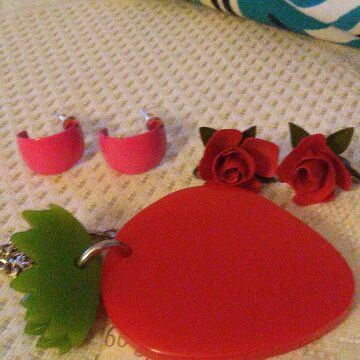 Earings roses an strawberry