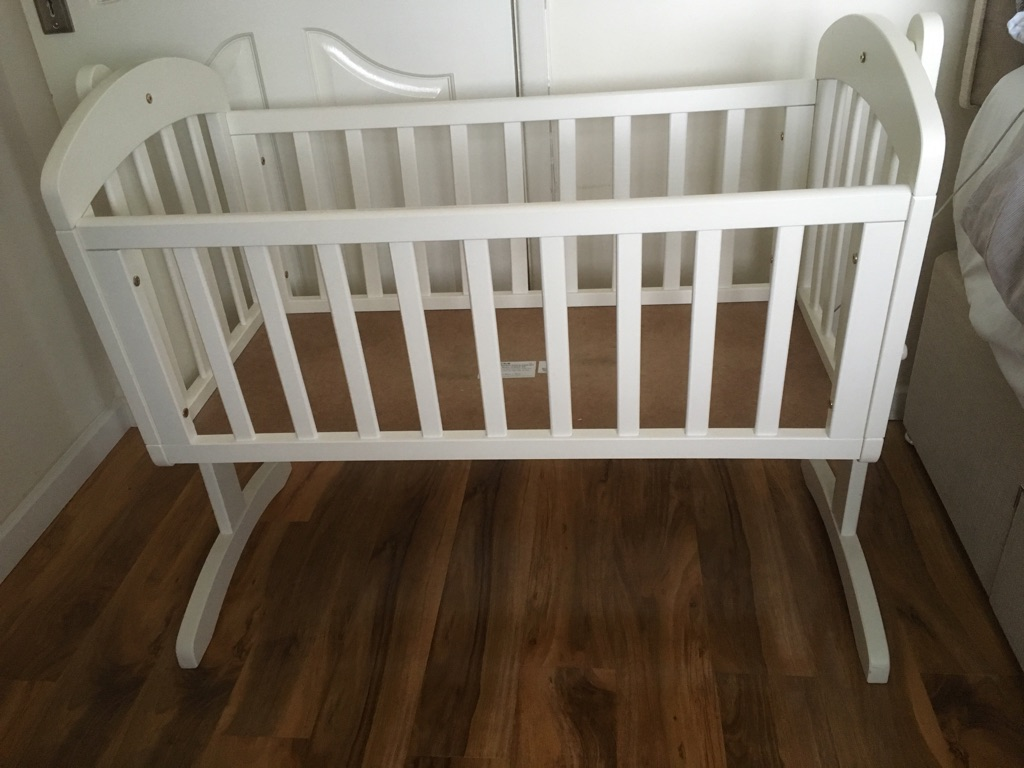 Swing motion white pine crib