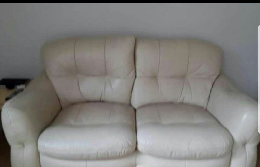 Reall  italian  leather  sofa  in  ex  condition