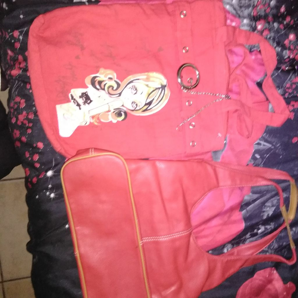 1 purses and 1 hand bag