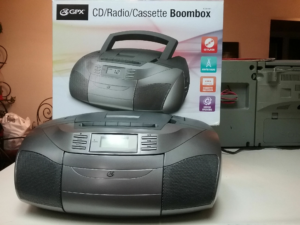 A NEW STEREO SYSTEM  /  CD PLAYER & CASSETTE PLAYER,  FM & AM RADIO, WORKS & SOUNDS GREAT.