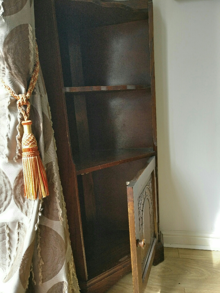 Brown wooden corner stand /shelf with antique look.