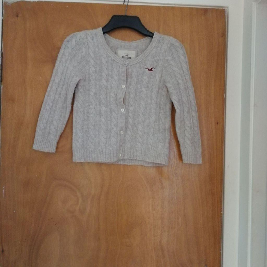 Hollister cardigan size small