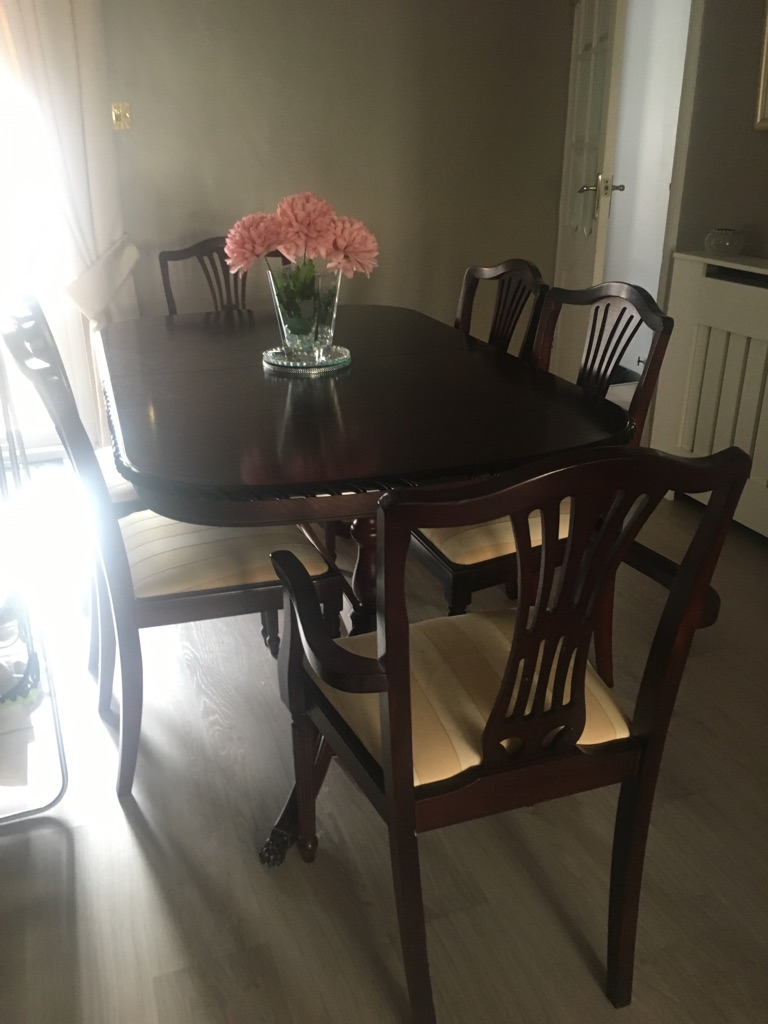 Sherlock mahogany extendable table and 4 chair and 2 carver chairs