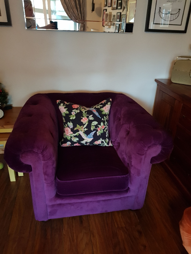Velvet chesterfield purple chair