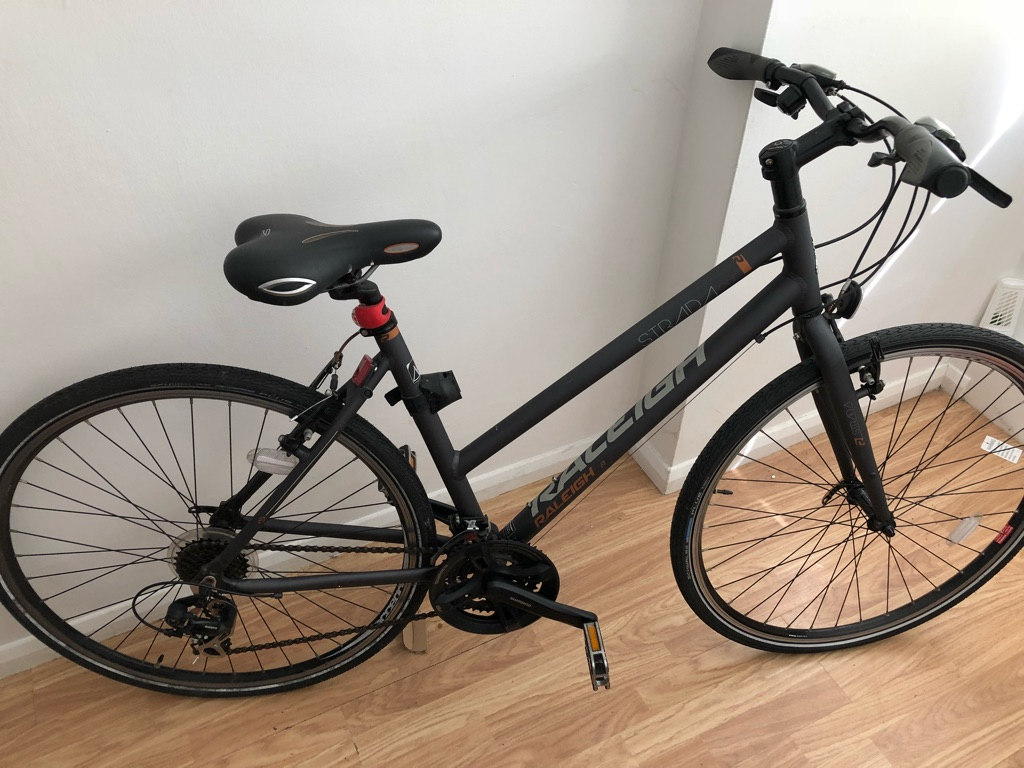 Raleigh strada hybrid bike new condition 19""