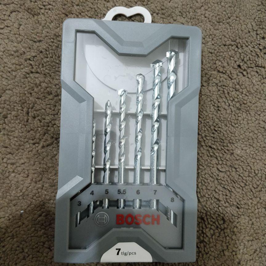 New 7 piece Bosch drill bit set