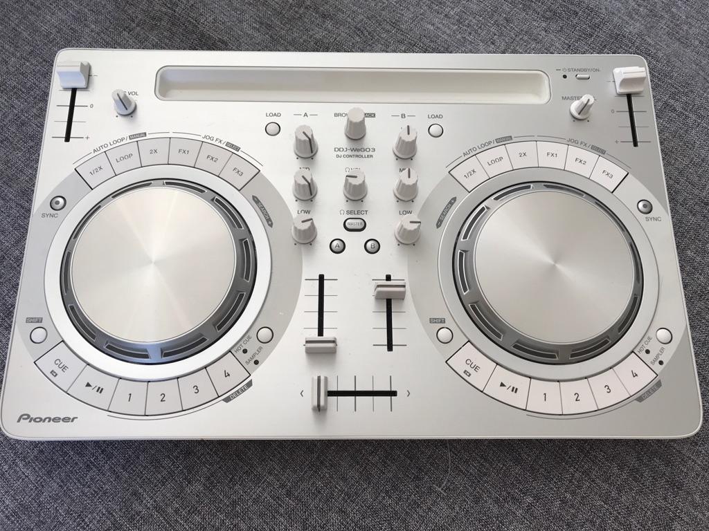 Pioneer dJ controller decks