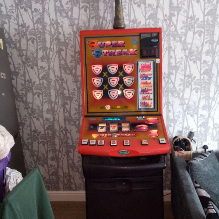 Super streak fruit machine