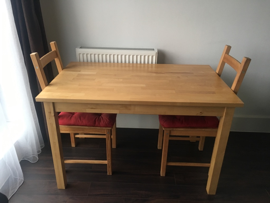 Dining table with 2 chairs and 2 chair cushions