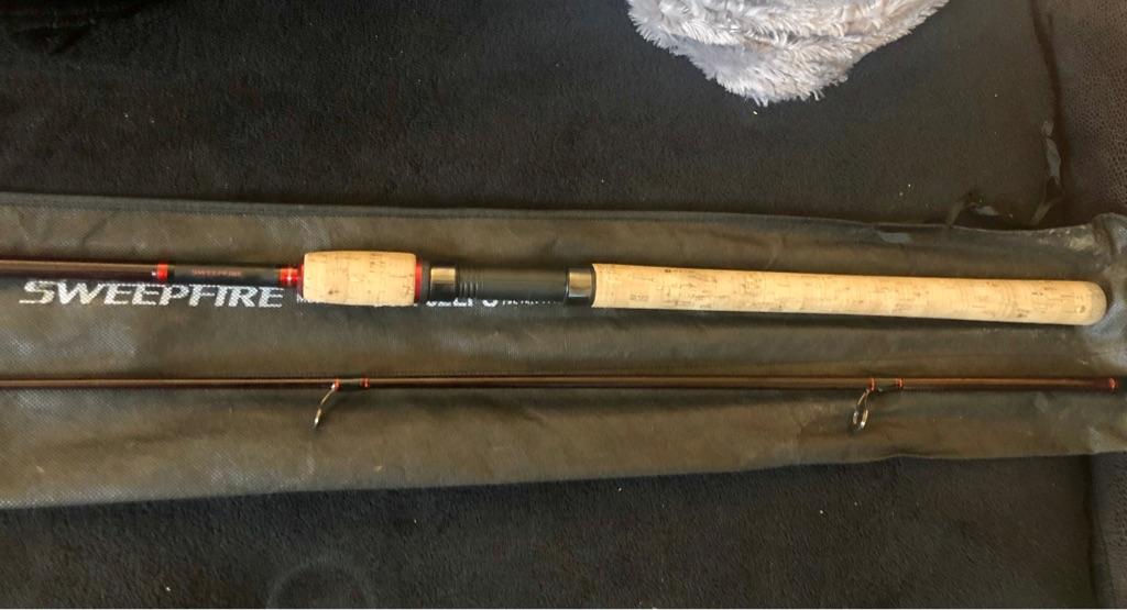 Daiwa sweepfire spinning rod (new)