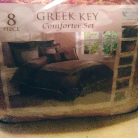 Queen comforter set,