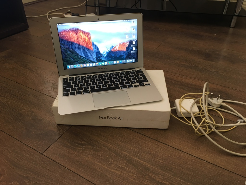 Apple air Mac 11 inch 2015