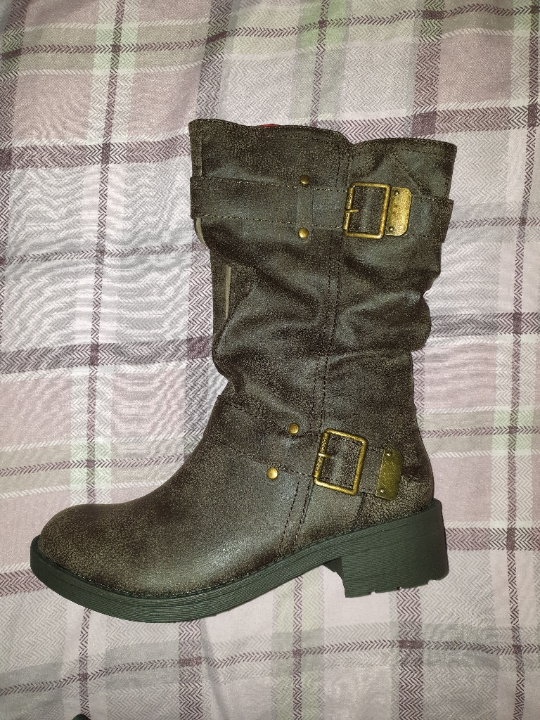 Rocket dog boots . 6