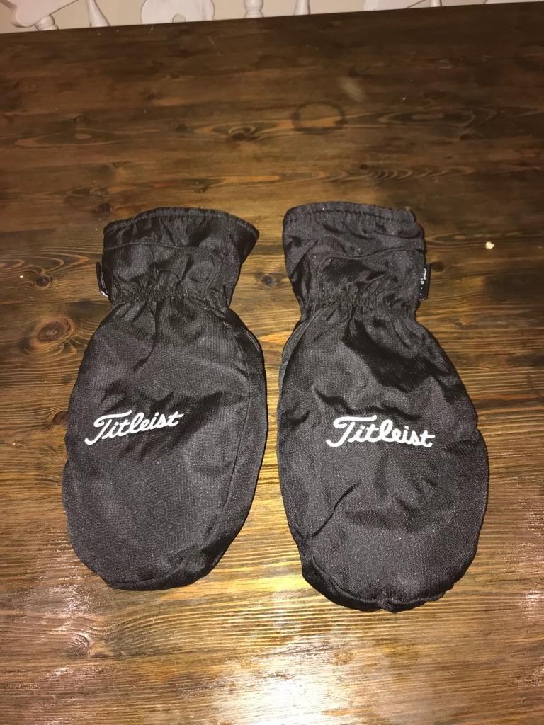 Men's Titleist golfing gloves