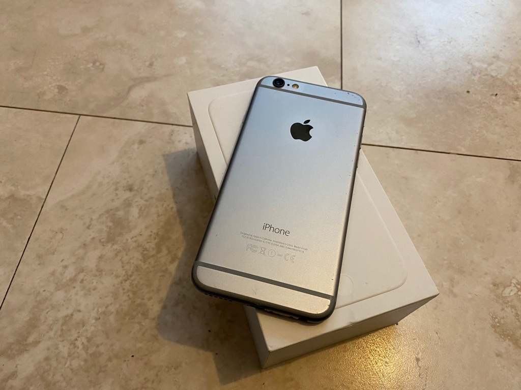 Apple iPhone 6 space Grey 32GB unlocked