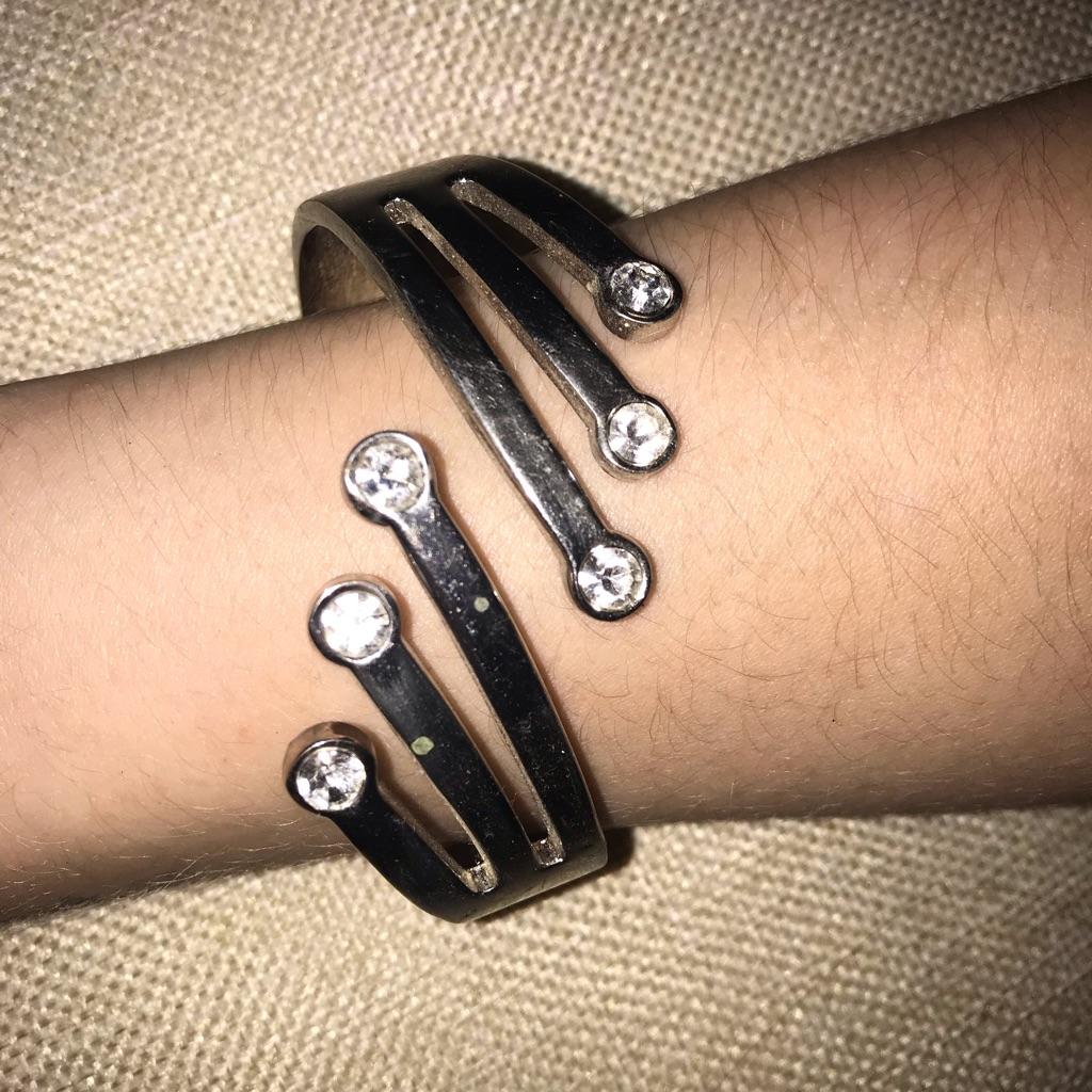 Sliver stud bracelet