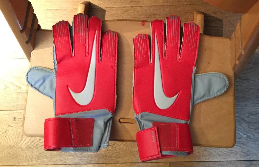 Nike Men's size 10 goalkeeper gloves