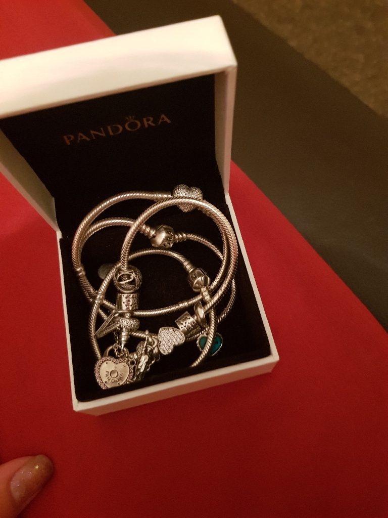 PANDODRA beacelat and charms