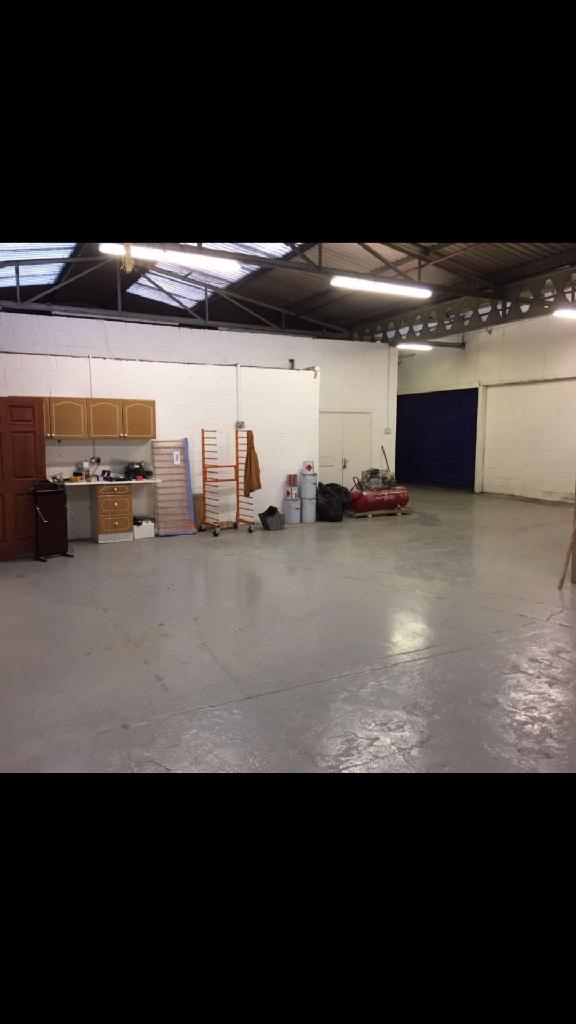 Share my workshop in Horley  (RH60AF)
