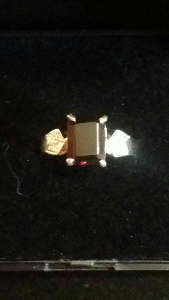 9ct gold Garnet & Diamond ring