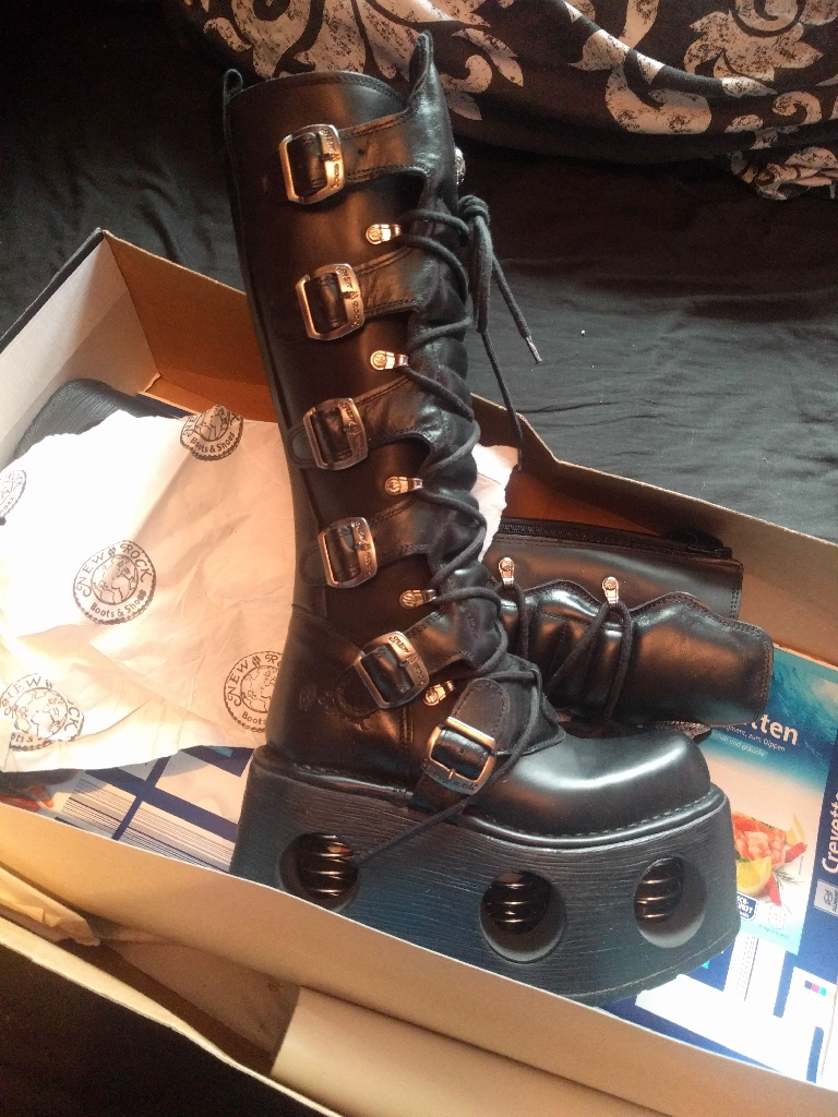 New in box spring heel new rock boots size 5