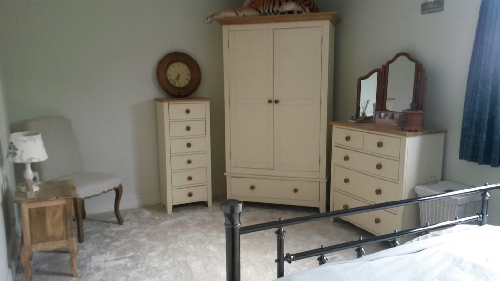 Large bright double room/large private bathroom